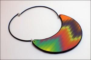 Masivna ogrlica s tehniko bargello